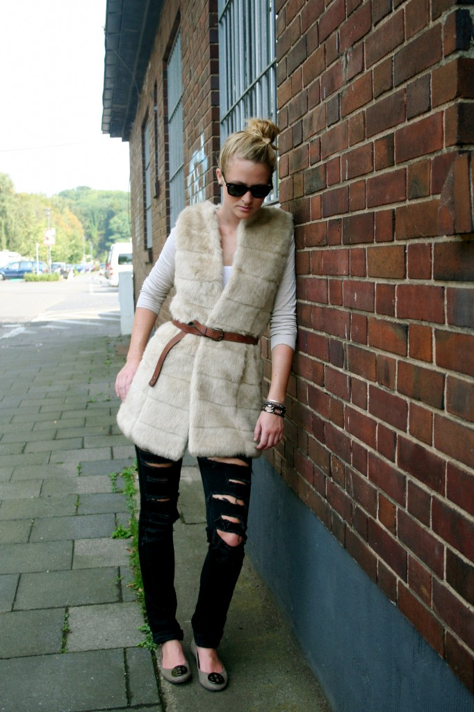 faux fur vest with ripped skinnies