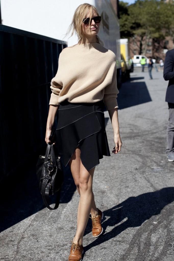 karolina kurkova in a roland mouret skirt
